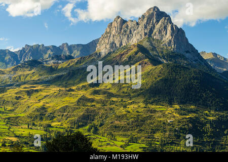 2341m Pena Foratata, not highest but the most iconic peak in the upper Tena Valley. Sallent de Gallego; Pyrenees; - Stock Photo