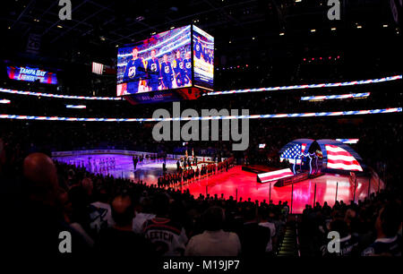 Tampa, Florida, USA. 28th Jan, 2018. DIRK SHADD | Times .Country Singer Brad Yar performs the National Anthem during - Stock Photo