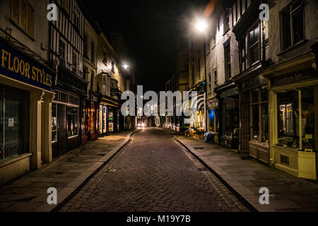 Leominster, UK. 29th Jan, 2018. The High Street in the rural town of Leominster is seen just before dawn on a winter - Stock Photo