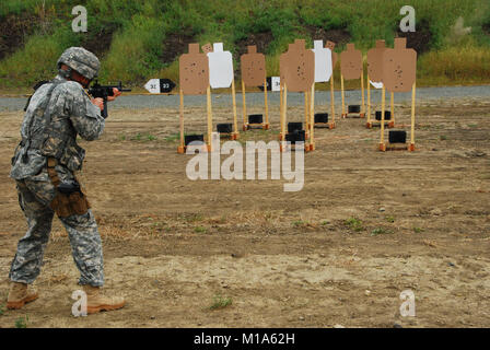 Spc. Benjamin Mason, Arizona. Army National Guard NCOs and Soldiers competing in the 2012 Region VII Best Warrior - Stock Photo