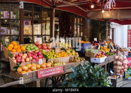 Broadway Deli fruit and vegetable greengrocer's shop with unwrapped produce displayed outside. Broadway, Worcestershire, - Stock Photo