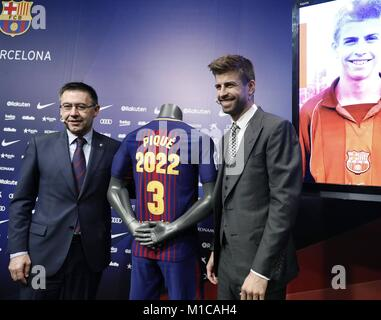 Barcelona, Spain. 29th Jan, 2018. FC Barcelona's Spanish defender Gerard Pique (R) poses with FC Barcelona's President - Stock Photo