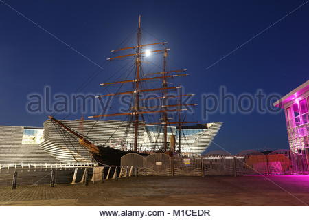 Dundee, UK. 29th Jan, 2018. A waxing gibbous moon over RRS Discovery and V&A Design Museum, Dundee UK Credit: Stephen - Stock Photo