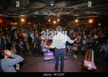 Houston, Texas, USA. 28th January, 2018. Beto O'Rourke, D-Texas speaks at a Bands for Beto event at the Mucky Duck - Stock Photo