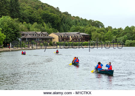 People approaching the Lodge on Loch Lomond Hotel by canoe, Scotland, UK - Stock Photo