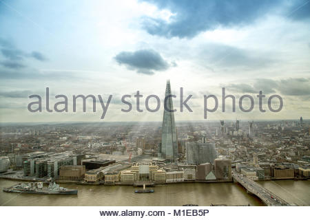 The Shard / Shard London Bridge / Shard of Glass, ein Wolkenkratzer in Londons Stadtteil Southwark mit einer Hoehe - Stock Photo