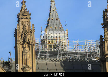 London, UK. 30th Jan, 2018. A worker stands on scaffold in front of the Big Ben bell tower. A controversial proposal - Stock Photo