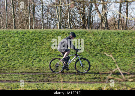 Kidderminster, UK. 30th January, 2018. UK weather: today's glorious sunshine is an open invitation to everyone to - Stock Photo