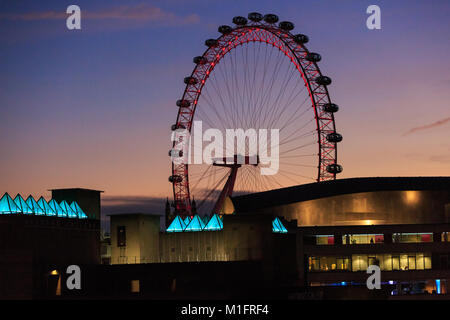 South Bank, London, UK, 30th Jan 2018. The London Eye with the illuminated new skylight roof of the Hayward gallery - Stock Photo