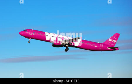 WOW AIR Leaves edinburgh Airport for Reykjavik Iceland - Stock Photo