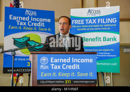 getting government contracts networking speaker man earned income tax credit - Stock Photo