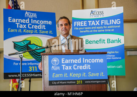 getting government contracts networking speaker man earned income tax credit Hispanic Mayor Manny Diaz - Stock Photo