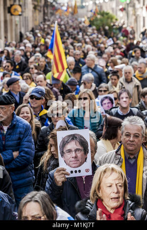 Barcelona, Catalonia, Spain. 30th Jan, 2018. Participant of a independentist demonstration near the Parliament of - Stock Photo