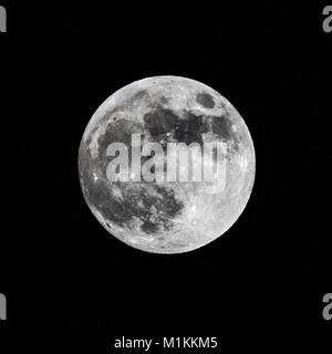 New York, USA. 30th Jan, 2018. A full moon is seen over New York City on January 30, hours before a rare coincidence - Stock Photo