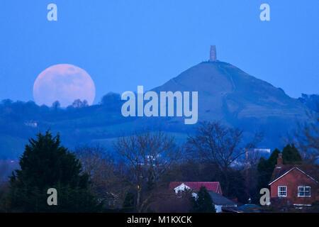 Glastonbury, Somerset, UK.  31st January 2018.  UK Weather. The Super Blue Blood Moon rising up from behind Glastonbury - Stock Photo