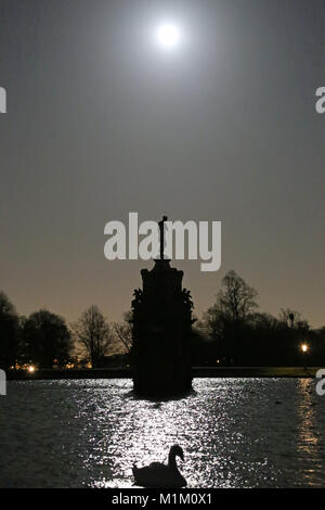 Blue super moon over Diana Fountain. Diana was the Roman Goddess of the Moon, the hunt and nature. Bushy Park, Hampton - Stock Photo