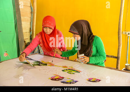 paint rock single muslim girls I do paint my nails and i'm muslim all muslim girls in my school wear makeup home society & politics are female muslims not allowed to paint their nails.