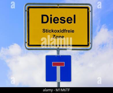 Diesel und Luftverscmutzung auf Ortsschild - Stock Photo