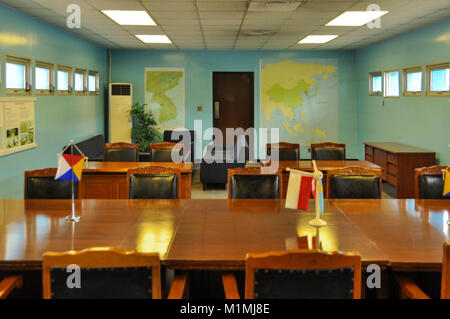 DMZ, SÜDKOREA - 26 September 2014: Conference room for the North Korean and South Korean military in the demiliarized - Stock Photo