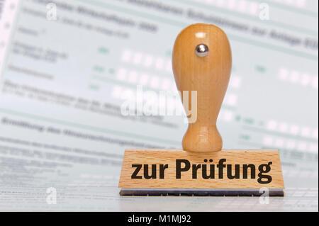 Prüfung, Stempel mit Aufdruck 'zur Prüfung' - Stock Photo