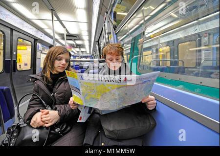 Tourists in Metro Paris, France, Touristen in Metro Paris, Frankreich