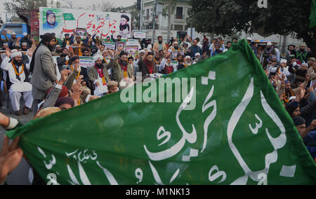 Lahore, Pakistan. 01st Feb, 2018. Pakistani activists of Tehreek-e-Labbayk Ya Rasool Allah (TYL) lead by Chairman - Stock Photo