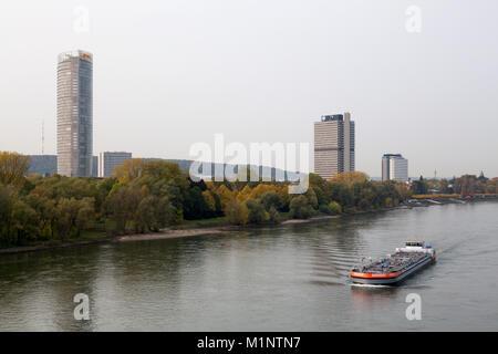 Bonn, Regierungsviertel (Bundesviertel, Parlamentsviertel), Blick über den Rhein, Posttower, Ehemaliges Abgeordnetenhochhaus - Stock Photo