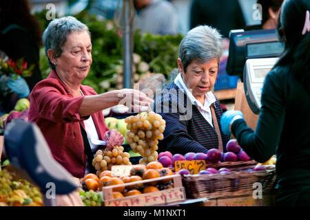 Local customer buying grapes at the Campo de' Fiori farmers market, Piazza Campo de' Fiori, Rome, Italy - Stock Photo