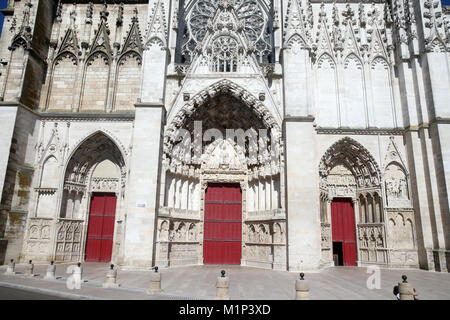 West front of Auxerre Cathedral dedicated to Saint Stephan, Yonne, Burgundy, France, Europe - Stock Photo