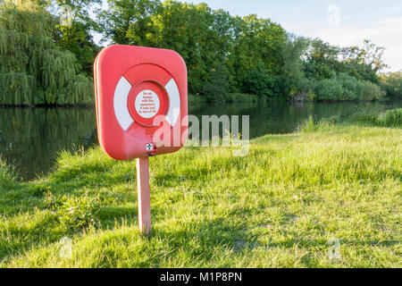 Lifebuoy, lifesaver or lifebelt on riverbank at Pangbourne on the River Thames in Berkshire, England, GB, UK - Stock Photo