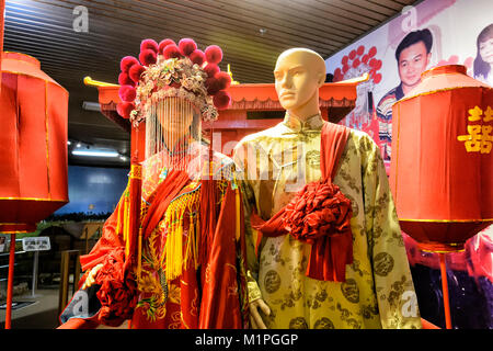 Couple dressed for a traditional Chinese wedding at the Muzium Sabah, Kota Kinabalu, Sabah, Borneo, Malaysia - Stock Photo