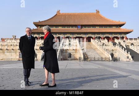 (180201) -- BEIJING, Feb. 1, 2018 (Xinhua) -- British Prime Minister Theresa May and her husband Philip May visit - Stock Photo