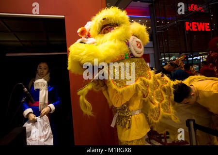 Berlin, Germany. 1st Feb, 2018.  Liondancer before the performance. The chinese new year 2018 is celebrated earlier - Stock Photo
