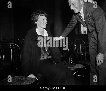 Amelia Earhart (left) Seated Portrait during Senate Hearings on Aviation Safety, Washington DC, USA, Harris & Ewing, - Stock Photo