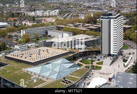 """Bonn, Regierungsviertel (Bundesviertel, Parlamentsviertel), Blick vom ehemaligen Abgeordnetenhochhaus """"Langer Eugen""""nach - Stock Photo"""