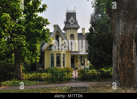 Built in 1877, the Arnett-Fullen house,  640  Pearl St., is said to be haunted. It is on the National Register, - Stock Photo