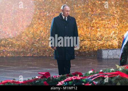 Volgograd, Russia. 2nd Feb, 2018. Russian President Vladimir Putin stands in front of the Eternal Flame at the Battle - Stock Photo