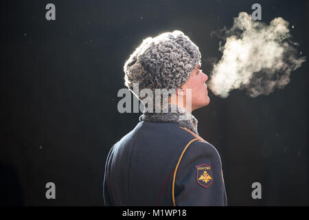 Volgograd, Russia. 2nd Feb, 2018. A soldier stands guard at the Eternal Flame at the Battle of Stalingrad State - Stock Photo