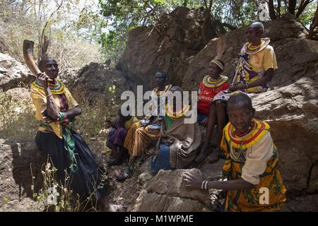 Karamoja, Uganda. 31st Jan, 2018. A group of former ''cutters'' from the Pokot tribe sit together. They used to - Stock Photo
