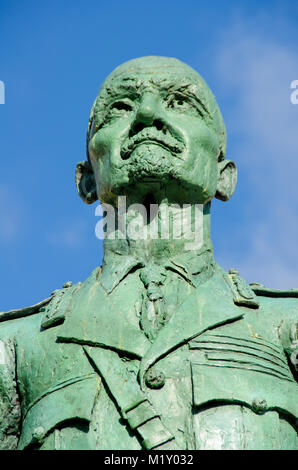 London, England, UK. Statue (1956; Jacob Epstein) of Field Marshal Jan Christian Smuts (1870-1950) in Parliament - Stock Photo