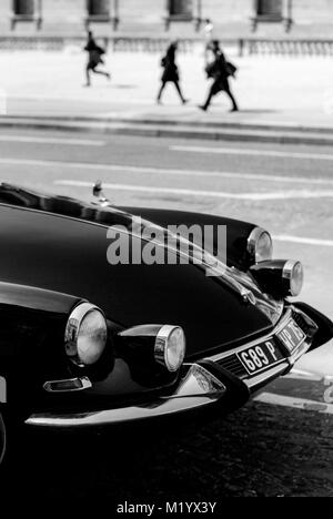 PARIS FRANCE - PARIS CAR - CITROEN DS  WITH PEDESTRIANS SILHOUETTE NEAR LE LOUVRE - FRENCH VINTAGE - FRENCH CAR - Stock Photo