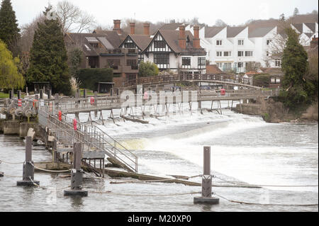 Marlowe Weir on the River Thames and Marlow Mill houses in Marlow, Buckinghamshire, England, United Kingdom. April - Stock Photo