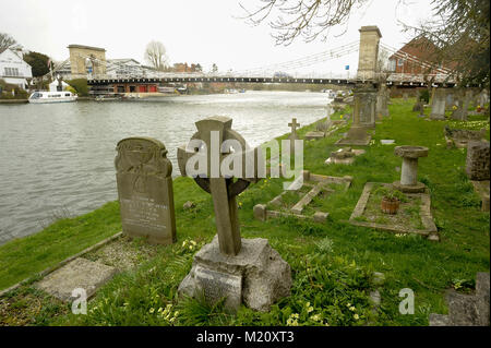 All Saints Churchyard by the River Thames and the suspension bridge Marlow Bridge designed by William Tierney Clark - Stock Photo