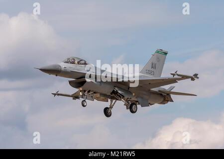 Lockheed Martin F-16 Fighting Falcon on finals to land on July 25th 2010 at Farnborough, Hampshire, UK - Stock Photo