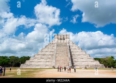 Kukulkan Temple Pyramid, Chichen Itza, Yucatan, Mexic - Stock Photo