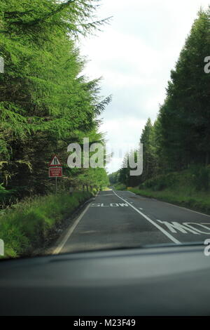 Single Track Road im Hochland, den Highlands von Schottland - Stock Photo