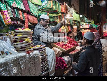 Flower seller at Nizamuddin Dargah, the Sufi saints mausoleum, Old Delhi, India - Stock Photo