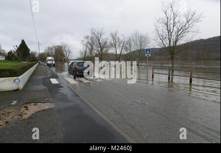Vernon, France - 4th February 2018 : River Seine flooding roads in Vernon, France, 2018 Credit: RichFearon/Alamy - Stock Photo