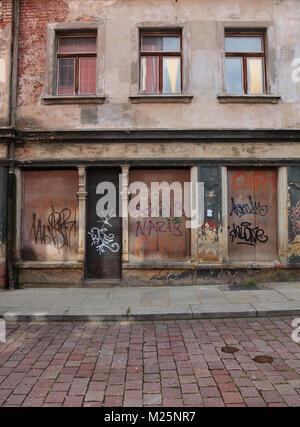 Nazis raus Grafitti in der Altstadt von Freiberg, Landkreis Mittelsachsen, Sachsen, Deutschland - Stock Photo
