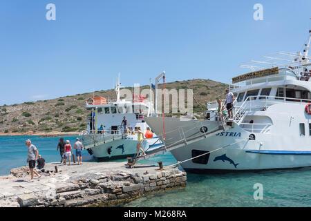 Excursion boat passengers arriving in Spinalonga (Kalydon) Island, Elounda, Lasithi Region, Crete (Kriti), Greece - Stock Photo